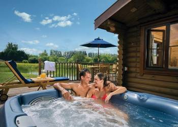Weybread Lakes Lodges - Holiday Park in Weybread, Suffolk, England