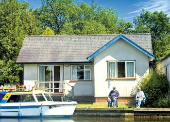 Summer Leisure - Holiday Park in Wroxham, Norfolk, England