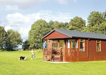 Athelington Hall Farm Lodges - Holiday Park in Horham Eye, Suffolk, England