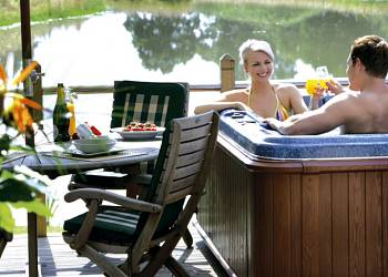 Oakwood Lodges - Holiday Park in North Duffield, Yorkshire, England