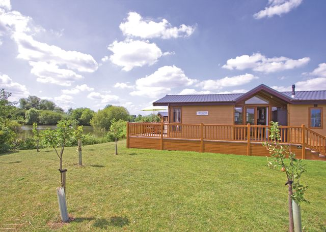 The Springs Lakeside Holiday Park - Holiday Park in Pershore, Worcestershire, England
