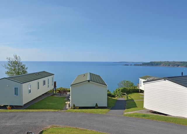 Meadow House Holiday Park - Holiday Park in Amroth, Pembrokeshire, Wales