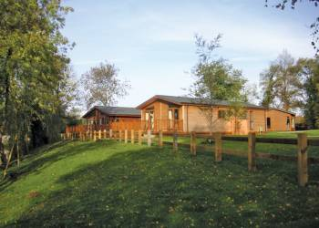 Wicksteed Lakes Lodges - Holiday Park in Kettering, Northamptonshire, England