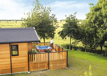 Raywell Hall Country Lodges - Holiday Park in Cottingham, Yorkshire, England