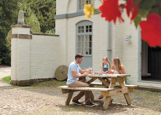 Henlle Hall Cottages - Holiday Park in Henlle Nr Oswestry, Shropshire, England