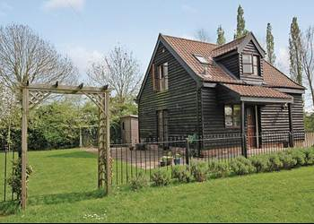Orchard Cottage - Holiday Lodges in Mellis, Suffolk, England