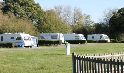 Sumners Pond Fishery and Campsite - Holiday Park in Horsham, West-Sussex, England