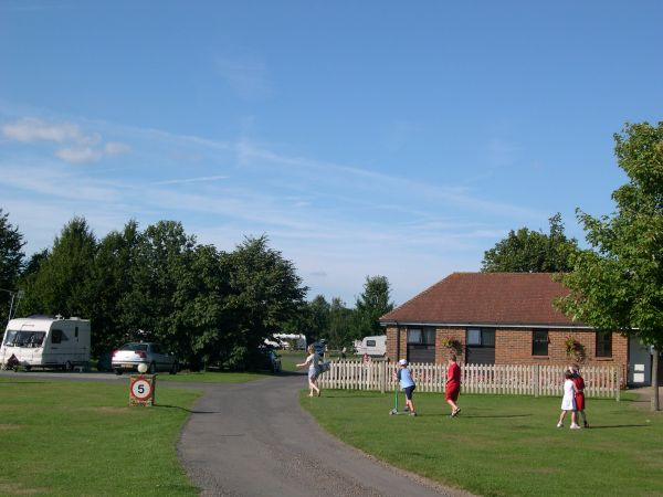 Tanner Farm Touring Caravan and Camping Park - Holiday Park in Tonbridge, Kent, England