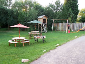 Island Meadow Caravan Park - Holiday Park in Henley In Arden, Warwickshire, England