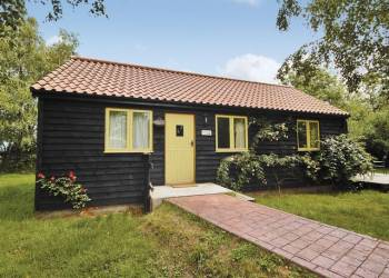 The Old Orchard Cottages - Holiday Park in Brampton, Suffolk, England