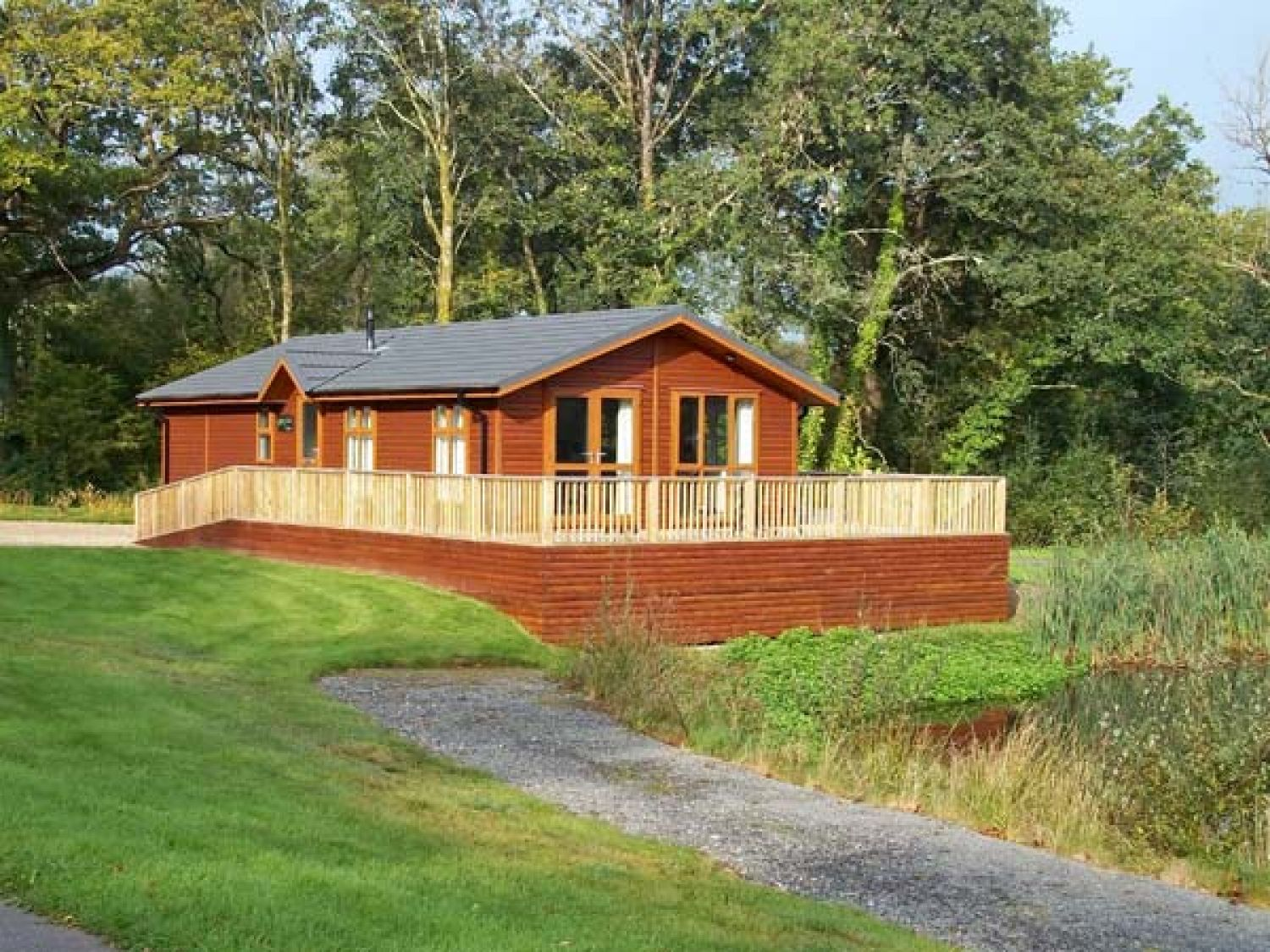 Oak Lodge - Holiday Park in Tenby, Pembrokeshire, Wales