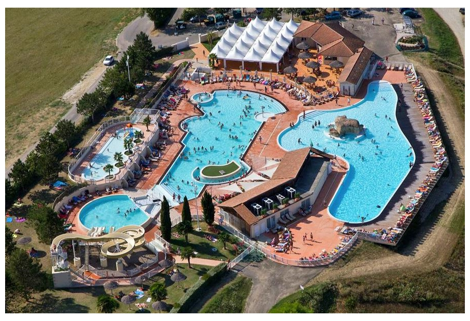 Campsite Lac des Trois Vallees - Holiday Park in Lectoure, Midi-Pyrenees, France