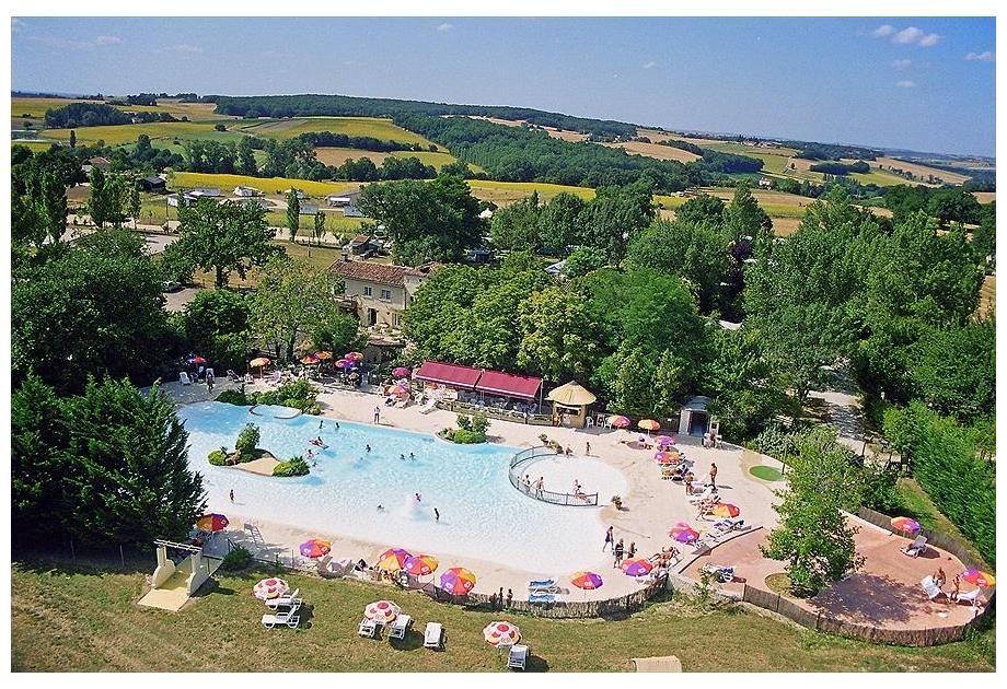 Campsite Le Camp de Florence - Holiday Park in La Romieu, Midi-Pyrenees, France