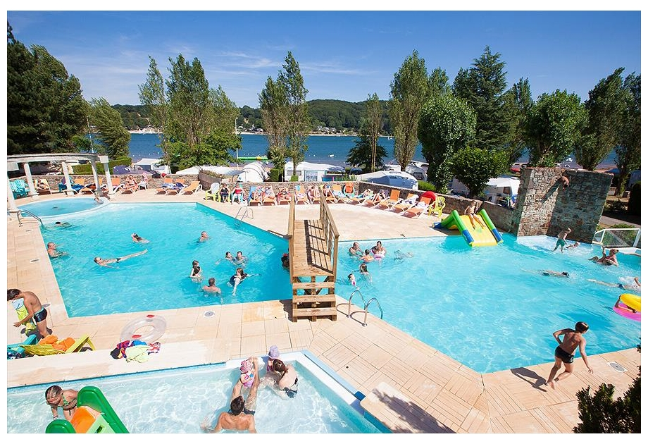 Campsite Les Genets - Holiday Park in Salles-Curan, Midi-Pyrenees, France