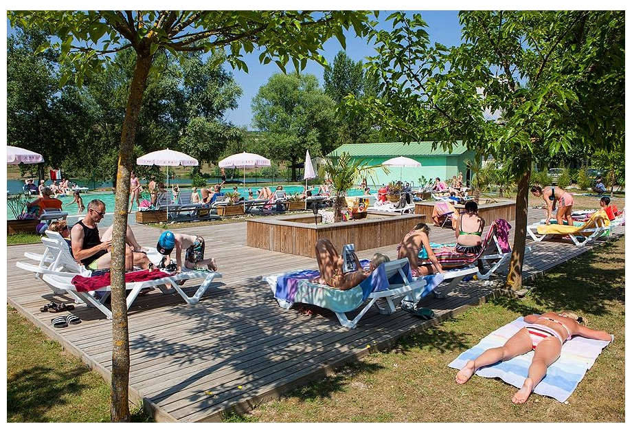 Campsite Les 3 Lacs du Soleil - Just one of the great holiday parks in Rhone Alpes, France