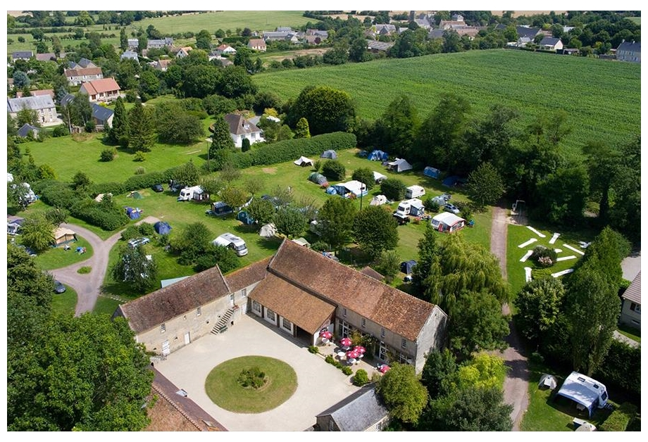 Campsite Chateau de Martragny - Holiday Park in Martragny, Normandy, France